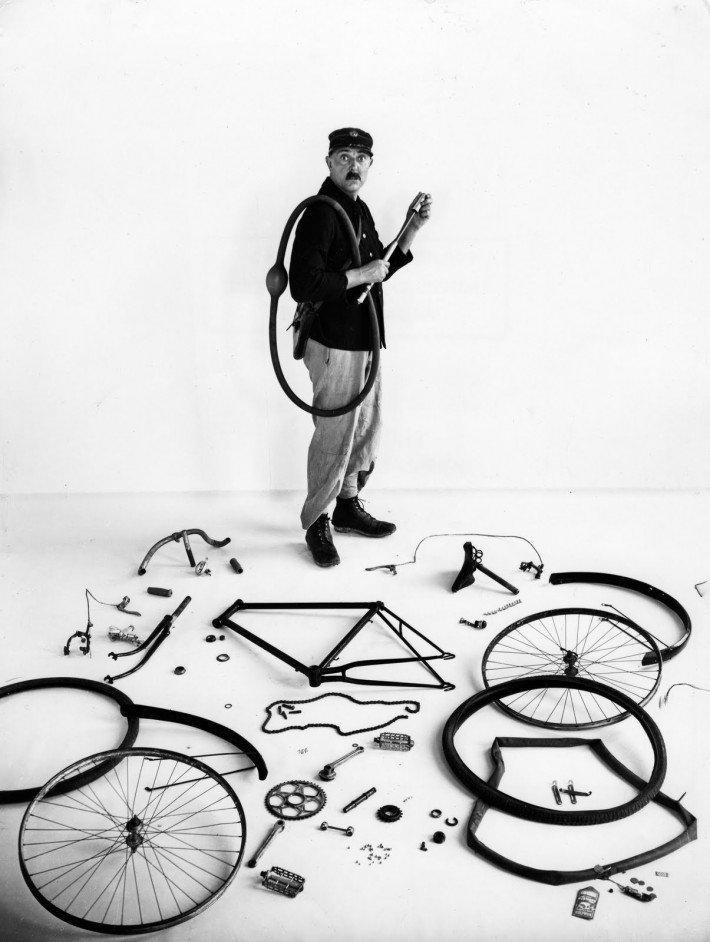 Robert Doisneau: Le vélo de Tati, 1949.