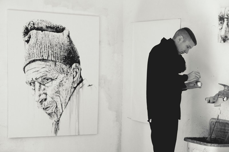 Hendrik Beikirch. Portrait of Oulad-Bouzid-III at the studio in Jardin Rouge:Marrakesh. (photo © Nils Müller)