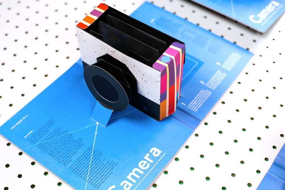 """This Book is a Camera"". Il libro pop-up che diventa una fotocamera"