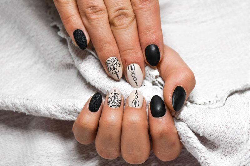 stilleto nails in different design colored black and white