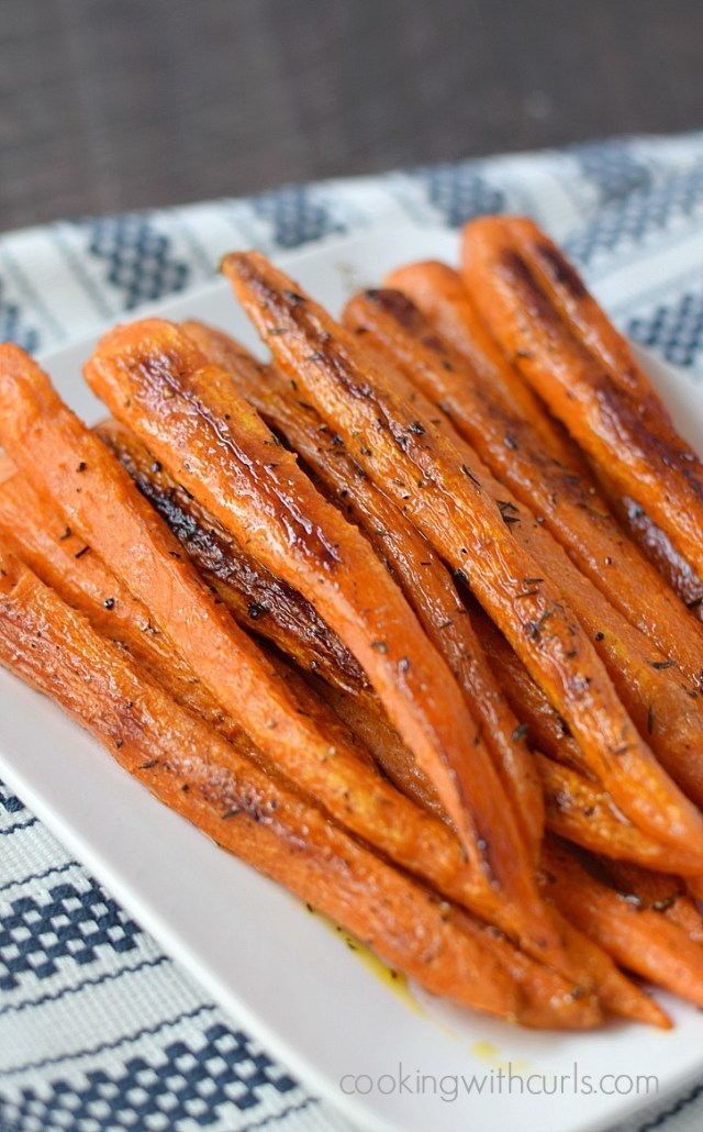 Simple-Roasted-Carrots-cookingwithcurls.com_