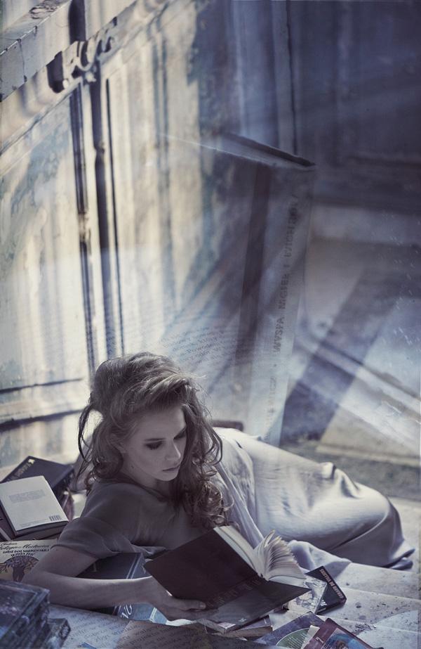 Reading is Fashion by Anna Powierza