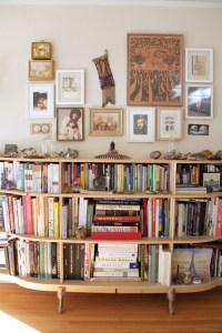 Styling a Bookshelf: 10 Homes that Get it Right + 5 Tips ...