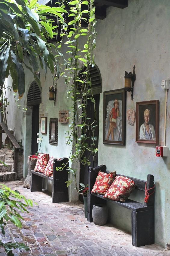 Gallery-Inn-Old-San-Juan-atrium-2-by-Justine-Hand