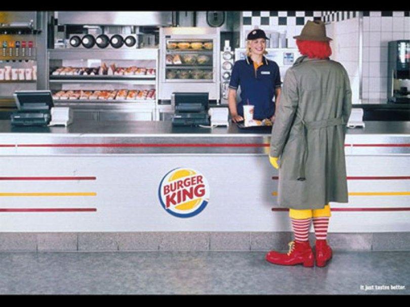 burger king ads - Loja da BurgerKing se fantasia de McDonald's no Haloween