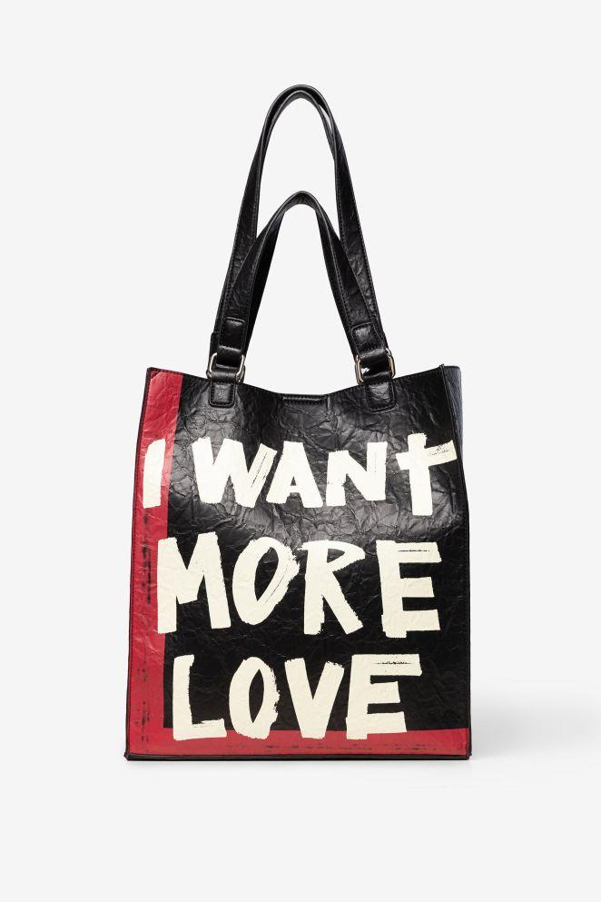 Shopping bag lettering