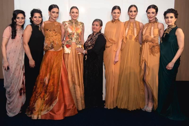 Salma Patel, Bilkis Siddat, Sulakshana Monga & Khadijha Tai with models