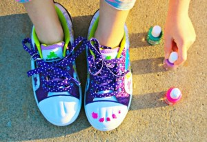 Twinkly, Toes, Bobbi Toads – Paintable and Light-Up Shoes {Coupon Code}