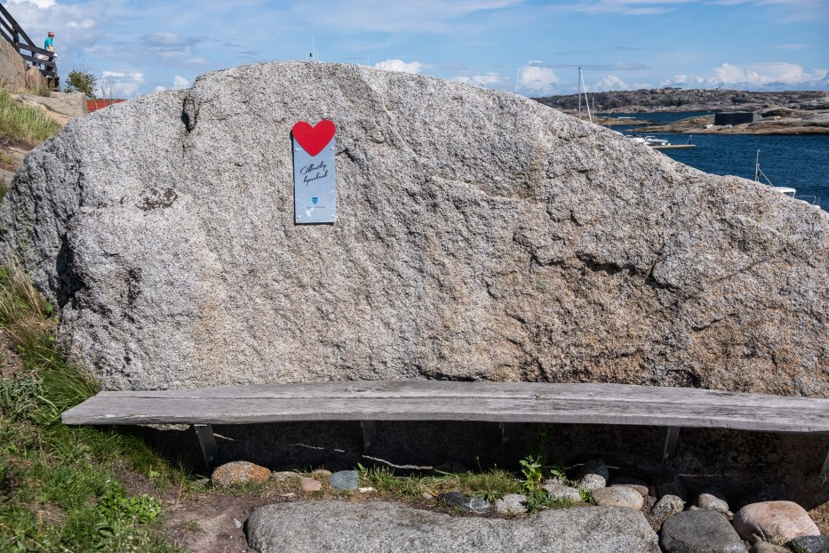 The Kiss bench at Verdens Ende in Norway