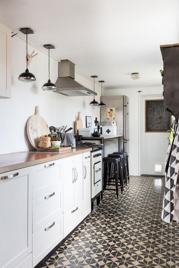 kitchen floors vintage table patterned tiles on vtwonen