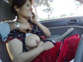 desi aunty showing big tits