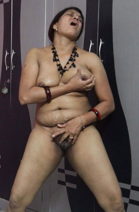 bhabhi horny nude desi