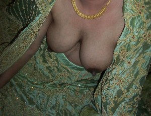indian aunty small tits