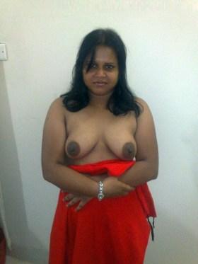 amateur desi aunty sexy milf stripping saree showing mast boobs