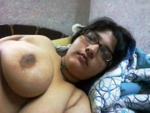 busty wife ki naked selfie