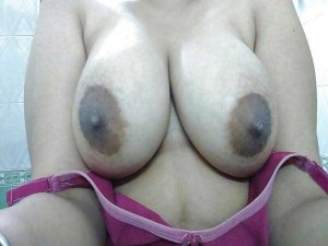 Amateur Babe hot big boobs nude selfie