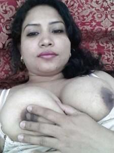Amateur Housewife big nude tits
