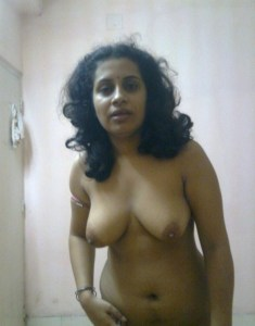 amateur desi milf nude pic at home