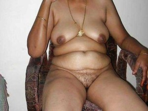 desi aunty full nude hot big boobs hairy pussy pic