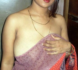 desi indian housewife removing saree