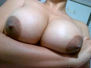 hot desi chubby wife exposing her boobs