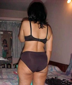 young desi milf naked photo