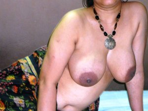 Nude aunty boobs pic