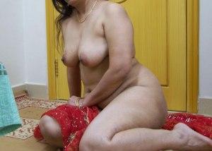 Full nude desi bhabhi boobs