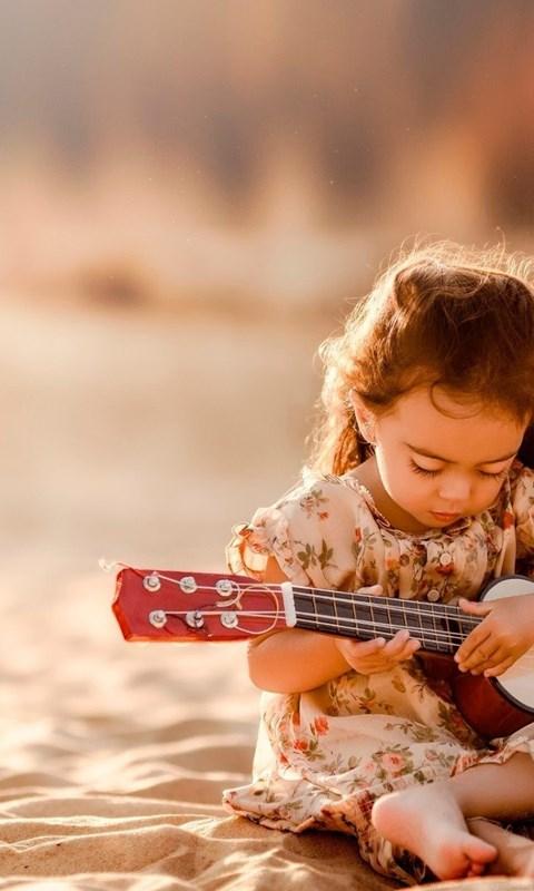 Hd Wallpapers Girls 1366x768 Cute Little Girl Playing Guitar Wallpaper Little Girl Hd