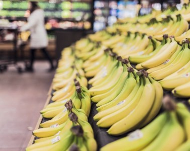 bananen in de supermarkt, gezond fruit