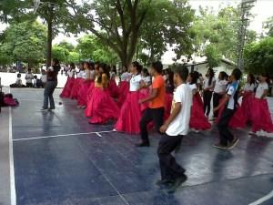 Clases de danza folcórica/Cortesía: Esther Zúñiga