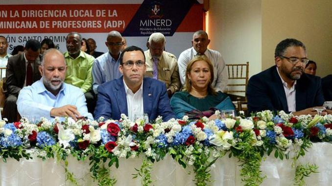 El ministro de Educación, Andrés Navarro, se reunió con los directivos de la ADP.
