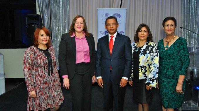 Rommy, Janet Camilo, Belarminio Ramírez, Fior y Florinda Rojas, Directora Instituto Nacional de Migración