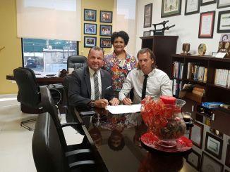 Gustavo A. De Hostos, Shirley Villanueva y Sergio Valkenburg