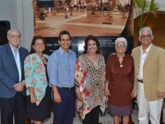 Luisa Sanchez Noble, Ana Angélica Moreno, Jesús Moreno, Verónica Sencion, Ligia viuda Moreno y Jaime Moreno.