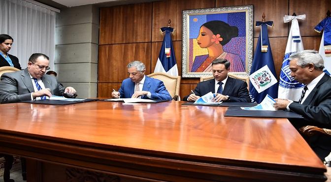 El procurador Jean Rodríguez dijo que con la firma del acuerdo buscan que las nuevas acciones que implementarán se traduzcan en mejores servicios para la ciudadanía y en una mayor protección de los mejores intereses de la nación.