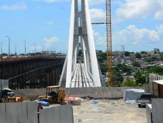 Se construye un puente paralelo al puente Francisco del Rosario Sánchez (antiguo de la 17), exclusivo para el tránsito de la extensión de la línea 2 del Metro de Santo Domingo.