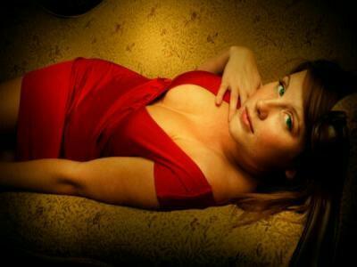 Las mujeres ven a las que visten de rojo como rivales sexuales