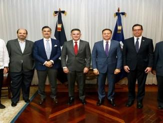 El procurador Jean Rodríguez junto a los miembros del Consejo Nacional de la Empresa Privada (CONEP).