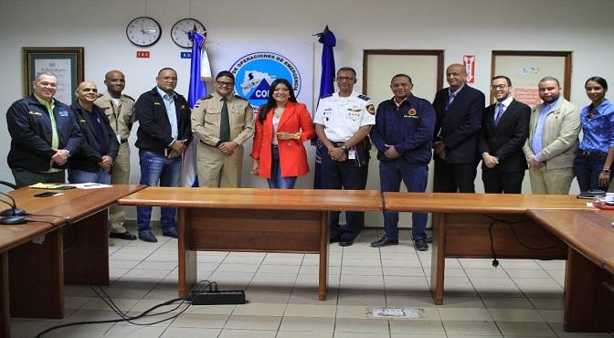 La Ministra Robiamny Balcácer y Juan Manuel Méndez junto a autoridades del Coe y directores del Ministerio de la Juventud