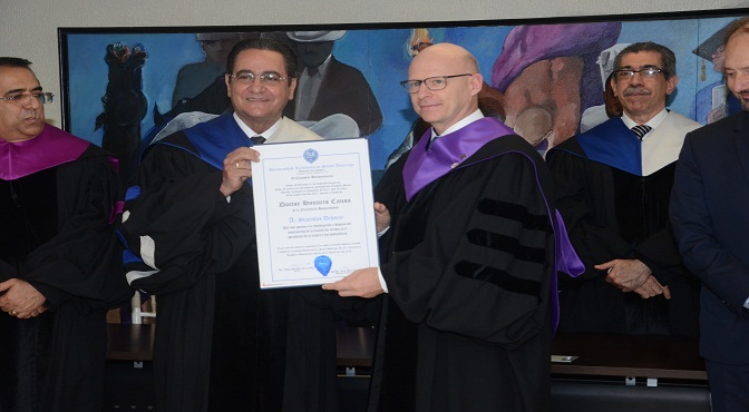 Universidad  Autònoma de Santo Domingo distingue a científico francés con e Doctorado Honoris Causa