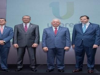 William Read, subadministrador de Negocios de Banreservas, Simón Lizardo Mézquita, administrador general de la entidad financiera; Luis Molina Achécar, presidente del BHD-León; y Steven Puig, gerente general