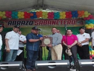 Reconocimiento a Ángel Estévez, ministro de Agricultura, en el Abrazo Sabanetero