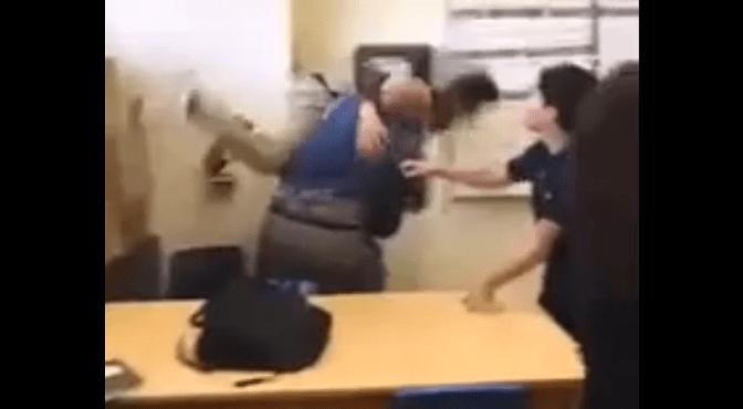 Profesor estadounidense golpea a alumno latino y lo despiden