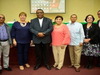 Francisco Cruz Pascual, Marisol Romano, Monseñor Jesús Castro Marte, Carmen Mildred López, Oscar Villeta, Cecilia Bergés y José Luis Sosa.
