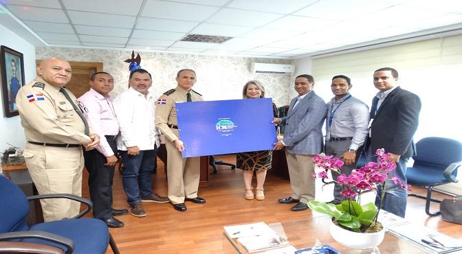 Asociación de Navieros recibe   Álbum de Cartas Náuticas Puerto Santo Domingo