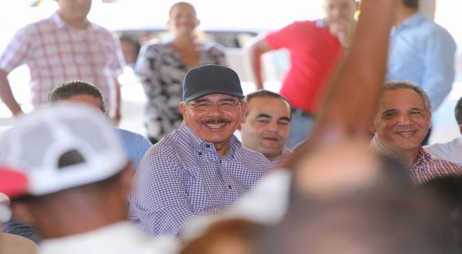 Danilo respalda proyecto apícola en Dajabón, instruye soluciones para Restauración