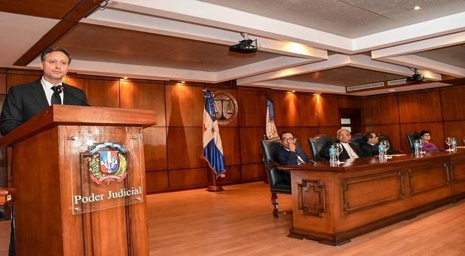 El procurador Jean Rodríguez detalló que facilitaron la logística de instalación de los equipos técnicos y del personal del Poder Judicial y dijo que impartió las instrucciones necesarias a las áreas sustanciales y de soporte del Ministerio Público para organizar debidamente su participación en este proyecto.
