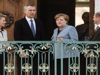 El secretario general de la OTAN, Jens Stoltenberg, con la canciller alemana, Angela Merkel