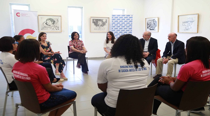 Vicepresidenta y reina Letizia abordan acciones para prevenir embarazo en adolescentes